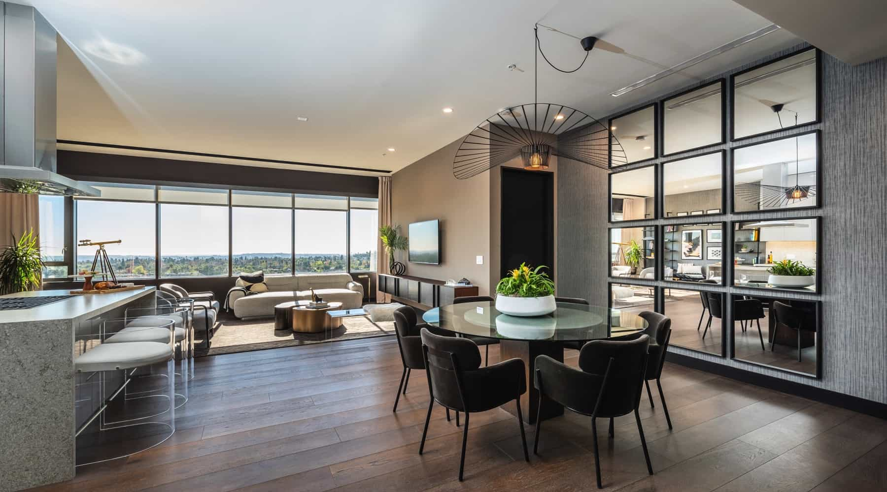 Penthouse_6_Dining_Table_View