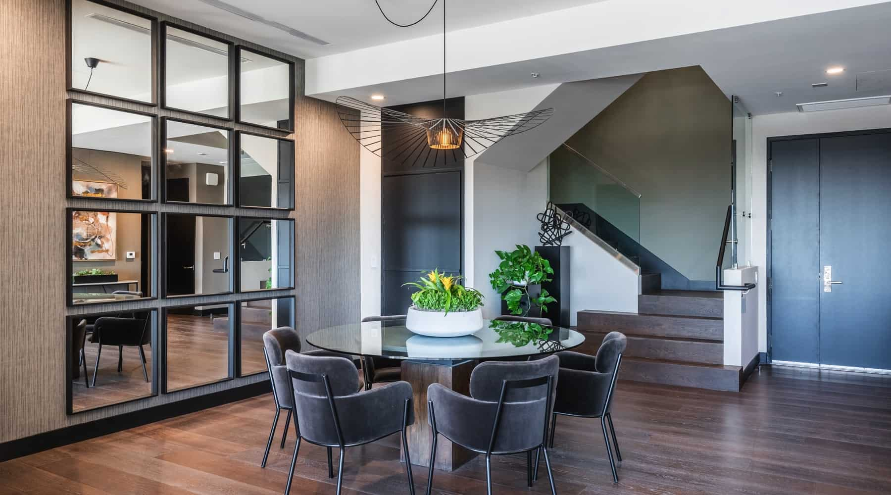 Penthouse_6_Dining_Table