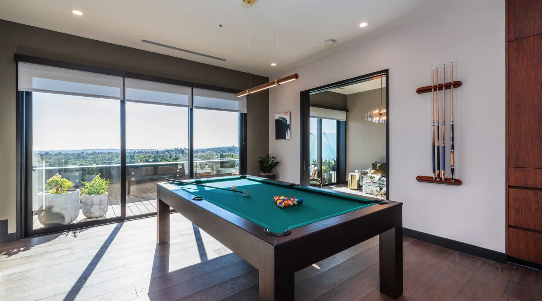 Penthouse_6_Pool_Table_View