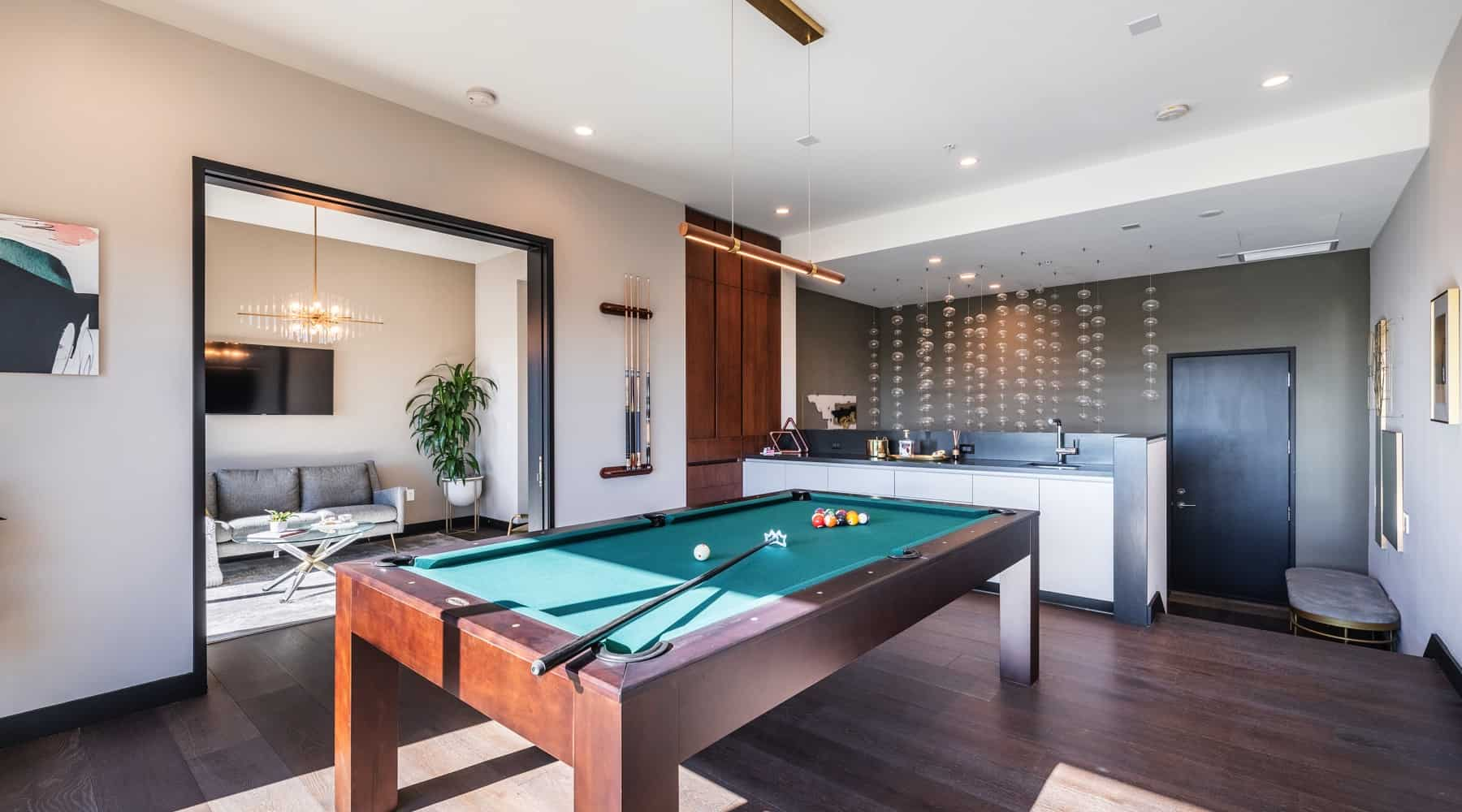 Penthouse_6_Pool_Table