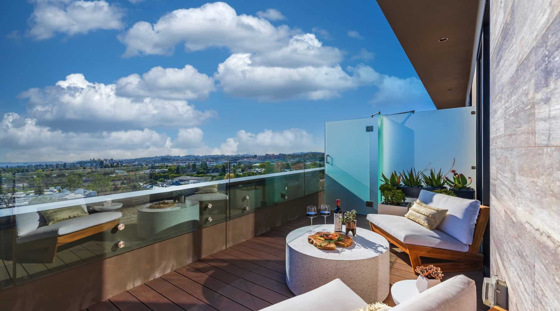 Penthouse_6_Deck_Wine_Appetizers_View