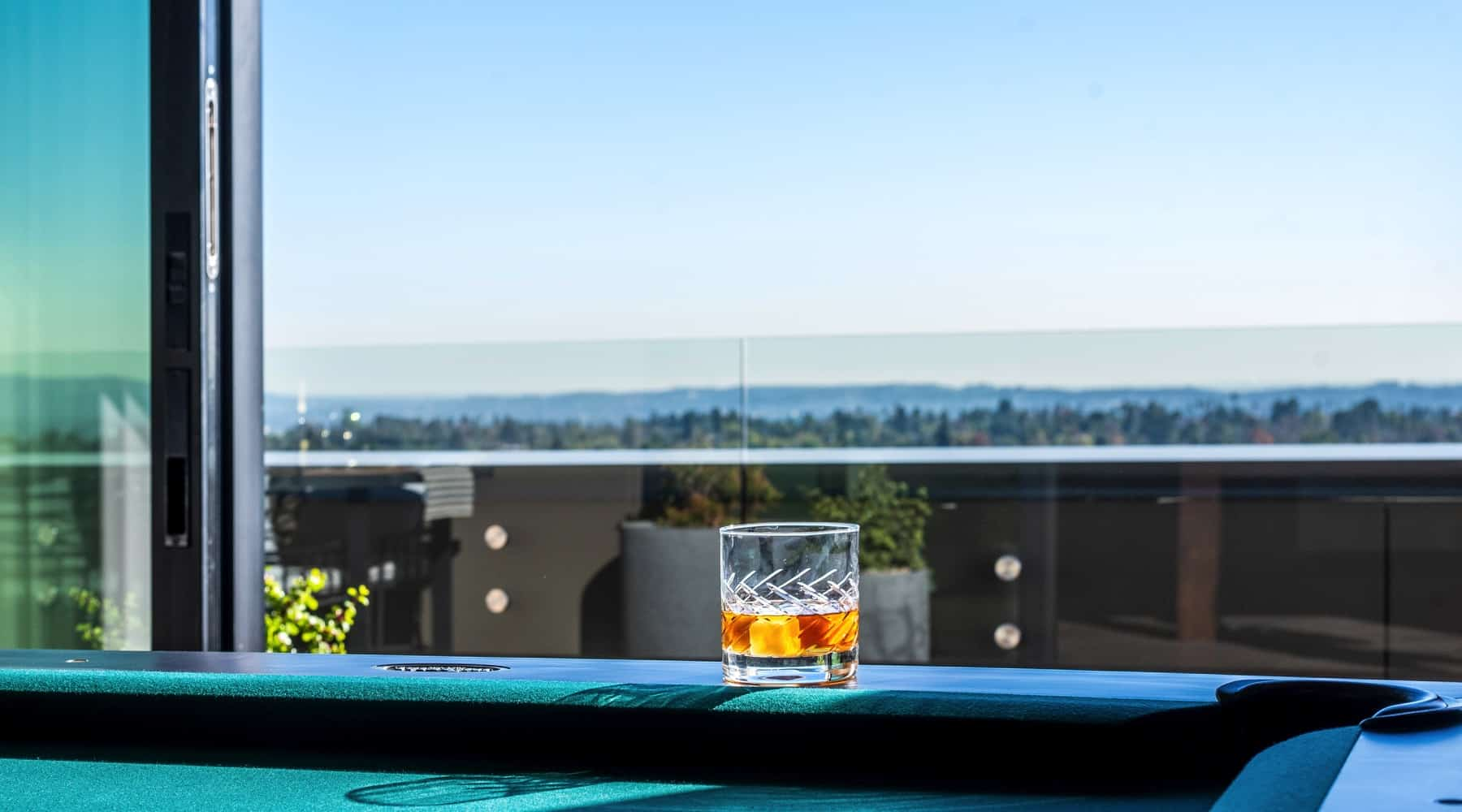 Penthouse_6_Drink_PoolTable_View